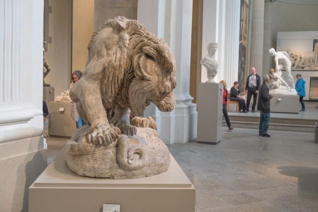 Lion au serpent, par Antoine-Louis Barye, 1832, plâtre modèle. Jeu 21.05.2015, 12:17.
