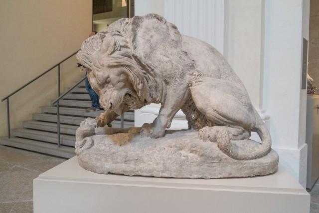 Lion au serpent, par Antoine-Louis Barye, 1832, plâtre modèle. Jeu 21.05.2015, 12:20.
