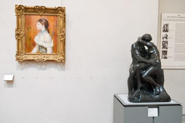 À dr., Le Baiser, Auguste Rodin, vers 1882, bronze. À g., La Petite Niçoise, Berthe Morizot, 1889. Jeu 21.05.2015, 14:49.