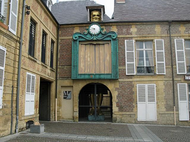 10/48. Charleville-Mézières. Le Grand Marionnettiste. Mer 29.04.2009 - 09:47.