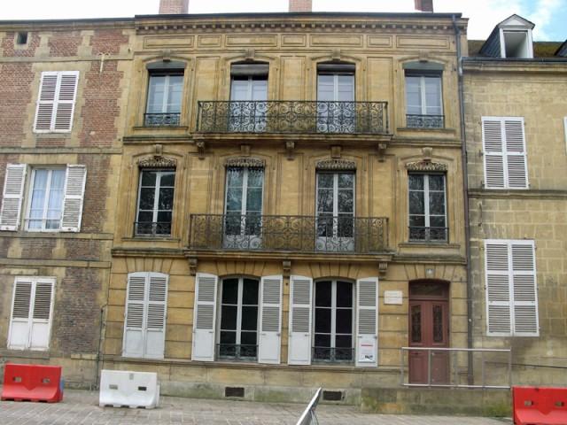 47/48. Charleville-Mézières. Maison des Ailleurs. La façade. Mer 29.04.2009 - 11:44.
