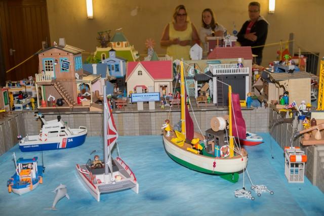 Morlaix grosse affluence au salon du playmobil 2014 - Caserne de police playmobil ...